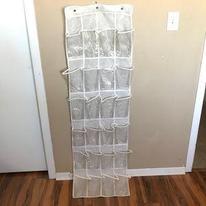 🌺hanging plastic shoe rack 24 slots w/hooks🌺